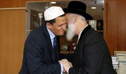 Hassen Chalghoumi rencontre le rabbin Yona Mezger en Isräel, le 4 juin dernier © Gali Tibbon / AFP