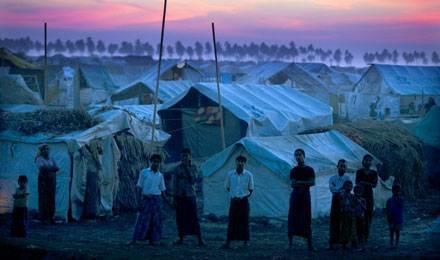 Des dizaines de milliers de rohingyas persécutés ont été déplacés vers des camps de réfugiés entre juin et octobre 2012 © Paula Bronstein / Getty Images / AFP