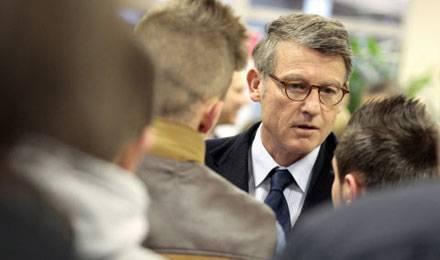 Le ministre de l'Education Vincent Peillon, en visite dans un lycée de Lille, le 14 novembre dernier © Baziz Chibane / SIPA