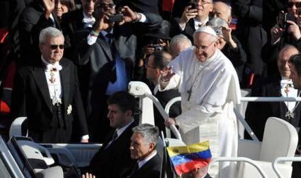 Le pape François, lors de la messe d'inauguration de son pontificat, le 19 mars 2013 © JAN KUCHARZYK/ENPOL/SIPA