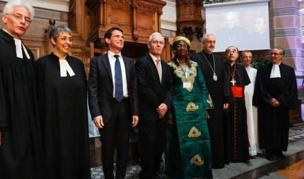 Manuel Valls, à côté du president du conseil national de l'Eglise protestante unie de France, Laurent Schlumberger, lors de l'inauguration du premier synode national © GIRAUD FLORE/SIPA