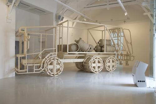 Garbage Truck Bomb (Le bombardier du pauvre), de Damien Marchal (2010). ©Benoit Mauras/La Criée centre d'art contemporain